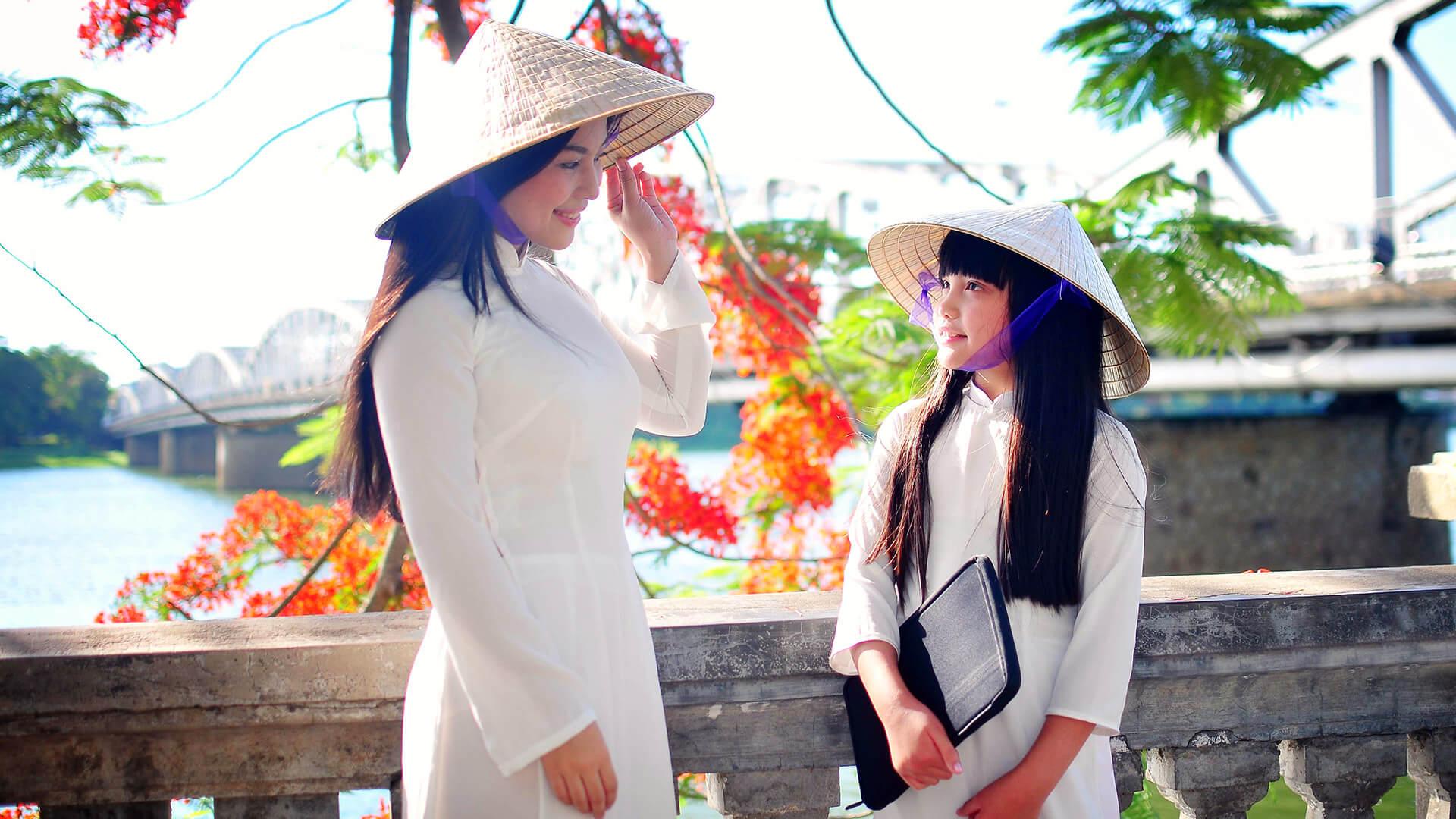 Chiếc nón Bài Thơ – Nét đẹp gắn liền với người con gái Xứ Huế